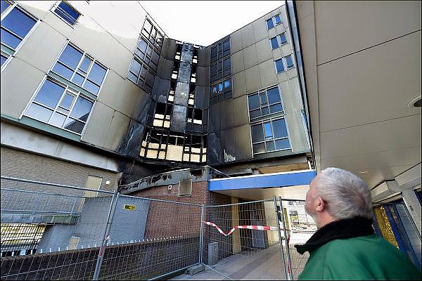 Nederland, Nijmegen, 11-3-2015De schade aan het centrale trappenhuis van het senioren wooncomplex de Notenhout in de wijk Neerbosch na de brand in de cafetaria eronder die uiteidelijk 4 mensen het leven kostte vanwege rookvergiftiging.Er bleken fouten en gebreken te zijn in de brandbestrijding en vluchtwegen van het flatgebouw.FOTO: FLIP FRANSSEN/ HOLLANDSE HOOGTE