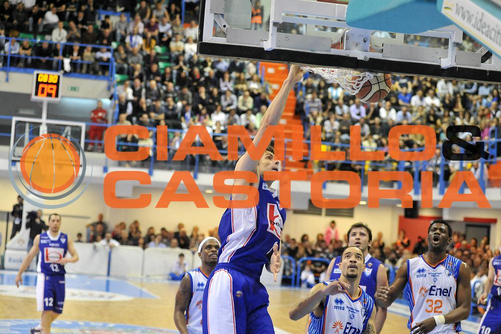 DESCRIZIONE : Brindisi Lega A 2010-11 Enel Brindisi Bennet Cantu<br /> GIOCATORE : Benjamin Ortner<br /> SQUADRA : Bennet Cantu<br /> EVENTO : Campionato Lega A 2010-2011<br /> GARA : Enel Brindisi Bennet Cantu <br /> DATA : 10/04/2011<br /> CATEGORIA : schiacciata  <br /> SPORT : Pallacanestro <br /> AUTORE : Agenzia Ciamillo-Castoria/A.Ciucci<br /> GALLERIA: Lega Basket 2011 -2011<br /> FOTONOTIZIA: Brindisi Basket Serie A 2010-11 Enel Brindisi Bennet Cantu<br /> PREDEFINITA: