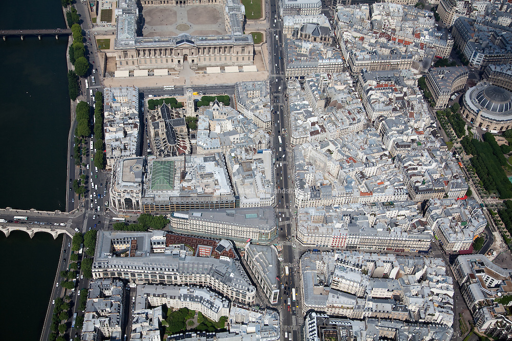 The Church of Saint-Germain-l'Auxerrois is located just south of the Louvre Museum's entrance and east of the Sienne River. The Jardin des Halles is off to the right; It was created in 1980 on the site of the old Halles de Paris. The garden is based on the slab covering a shopping center.
