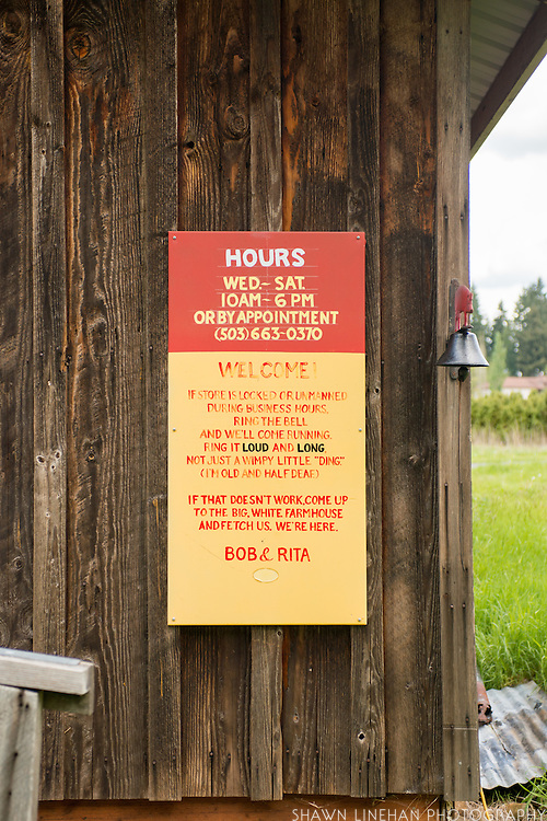 Hours sign at Red Pig Tools