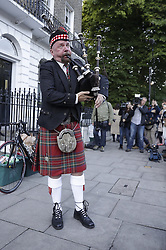 © Licensed to London News Pictures. 24/06/2016. London, UK. A piper heralds a new day outside Boris Johnson's home after the UK EU referendum result was announced with a victory for the leave campaign. Photo credit: Peter Macdiarmid/LNP
