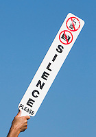 ZANDVOORT - Marshal vraagt om stilte, silence.KLM OPEN golf 2015. COPYRIGHT KOEN SUYK