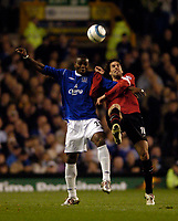 Fotball<br /> England 2004/2005<br /> Foto: SBI/Digitalsport<br /> NORWAY ONLY<br /> <br /> Everton v Manchester United, Barclays Premiership, 20/04/2005<br /> <br /> Everton's Joseph Yobo (L) keeps Manchester United's Ruud van Nistelrooy in check.