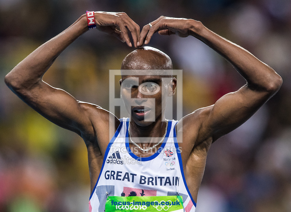 Mo Farah of Great Britain takes Gold to retain his title in the Men's 10,000m on day eight of the XXXI 2016 Olympic Summer Games in Rio de Janeiro, Brazil.<br /> Picture by EXPA Pictures/Focus Images Ltd 07814482222<br /> 13/08/2016<br /> *** UK &amp; IRELAND ONLY ***<br /> <br /> EXPA-GRO-160814-5310.jpg