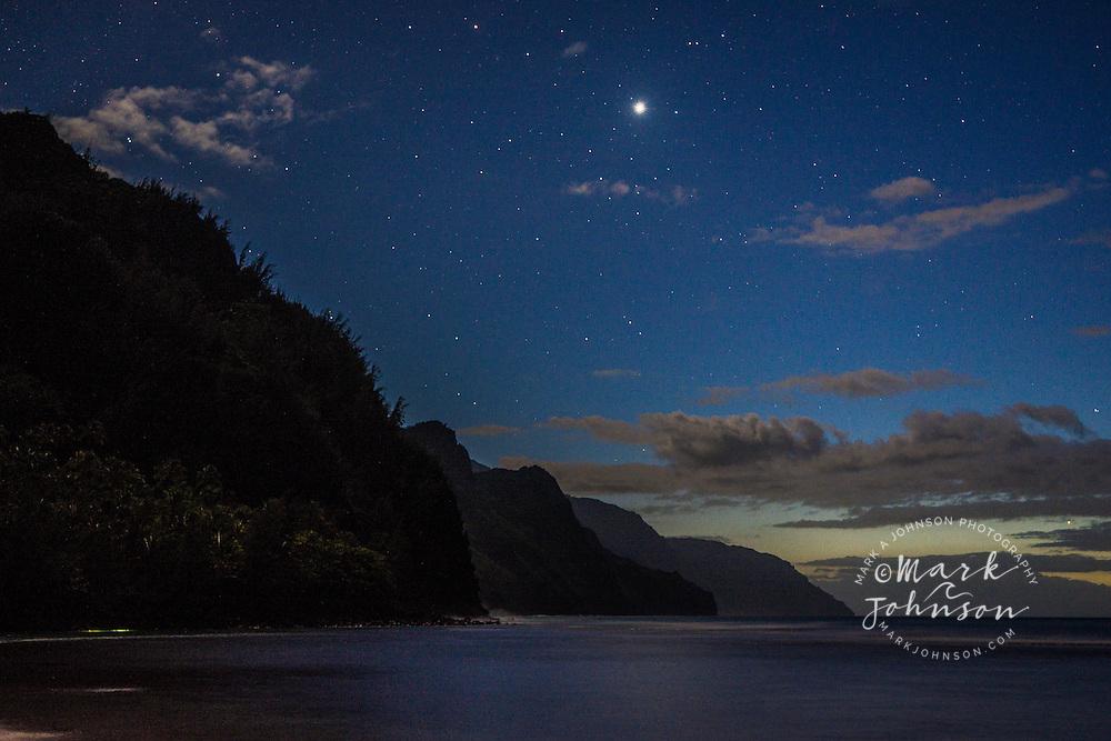 Ke'e Beach at night, stars in the night sky, Na Pali Coast, Kauai, Hawaii, USA
