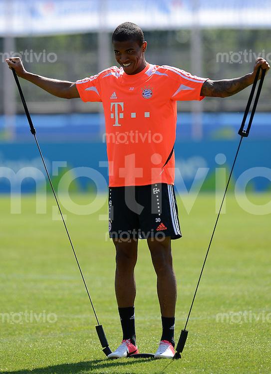 Fussball 1. Bundesliga:  Saison  Vorbereitung 2012/2013     Trainingslager des FC Bayern Muenchen 17.07.2012 Luiz Gustavo (FC Bayern Muenchen)