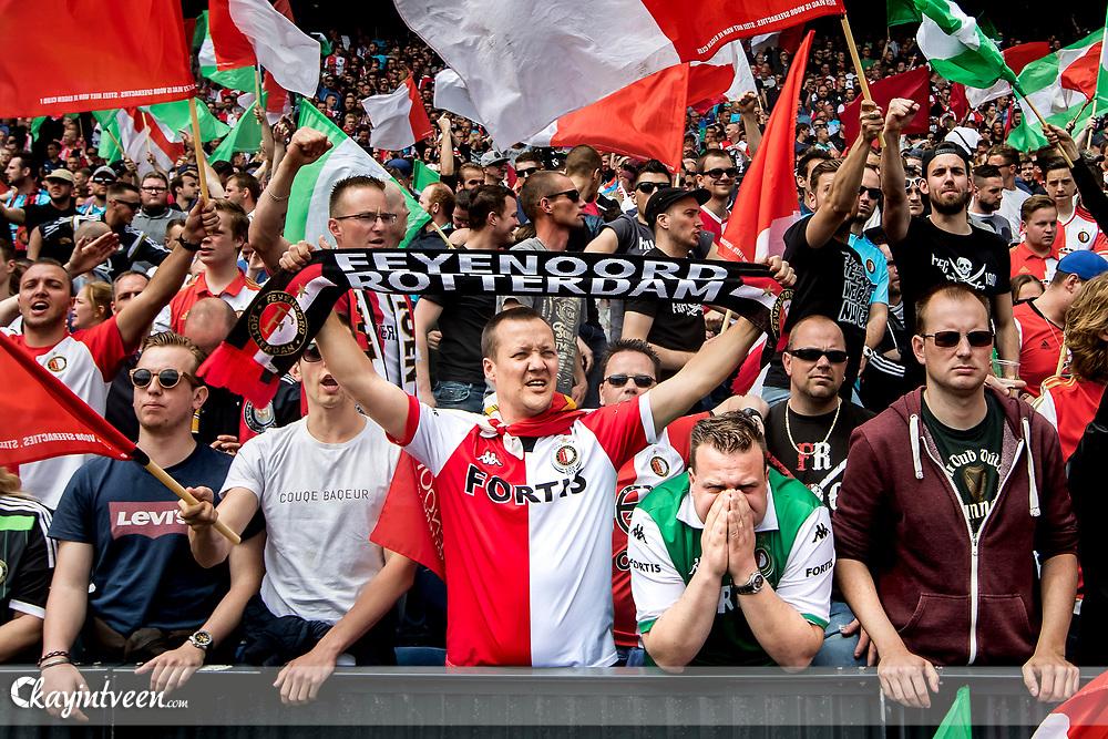 ROTTERDAM - Feyenoord - Heracles , Voetbal , Seizoen 2016/2017 , Eredivisie , Stadion Feyenoord - De Kuip , 14-05-2017 , Kampioenswedstrijd , Fanatieke supporters in de kuip
