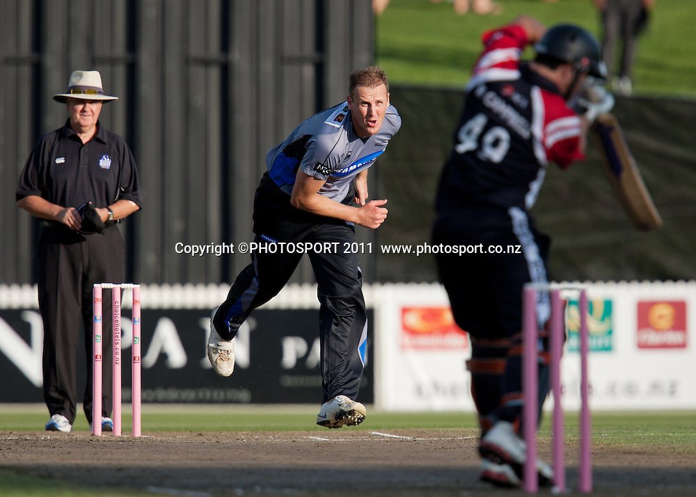 Kerry Walmsley bowls during the Titans International Twenty20 Cricket, Samsung NZCPA Masters XI v Australia, Seddon Park, Hamilton, New Zealand, Thursday 24 February 2011. Photo: Stephen Barker/PHOTOSPORT