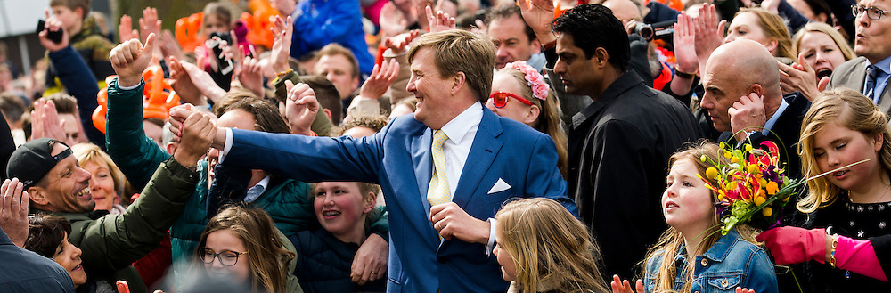 27-4-2016 ZWOLLE - Kingday in Zwolle , King Willem-Alexander, Queen Maxima, Princess Amalia, Princess Alexia and Princess Ariane is April 27, 2016 attended the celebration of King's Day in the town of Zwolle, in the province of Overijssel. Prince Constantijn and Princess Laurentien, Prince Maurits and Princess Marilène, Prince Bernhard and Princess Annette, Prince Pieter-Christiaan and Princess Anita and Prince Floris and Princess Aimée are also provided at Kingday in Zwolle. COPYRIGHT ROBIN UTRECHT / MARCO DE SWART 27-4-2016 ZWOLLE - Koningsdag in Zwolle Koning Willem-Alexander, Koningin Maxima, Prinses Amalia , Prinses Ariane en prinses Alexia zijn 27 april 2016 aanwezig bij de viering van Koningsdag in de gemeente Zwolle, in de provincie Overijssel. Prins Constantijn en Prinses Laurentien, Prins Maurits en Prinses Marilène, Prins Bernhard en Prinses Annette, Prins Pieter-Christiaan en Prinses Anita én Prins Floris en Prinses Aimée zijn ook aanwezig bij Koningsdag in Zwolle. COPYRIGHT ROBIN UTRECHT