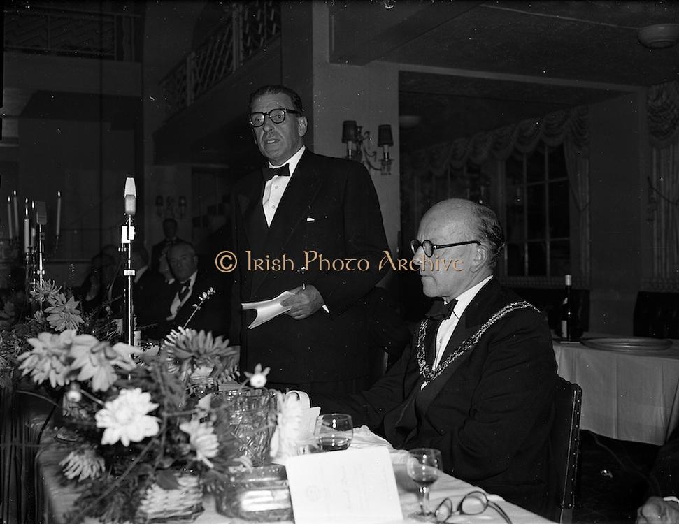 22/10/1957<br /> 10/22/1957<br /> 22 October 1957<br /> Dublin Chamber of Commerce Dinner at the Gresham Hotel, Dublin. Mr Sean Lemass T.D., Tanaiste and Minister for Industry and Commerce speaking at the dinner, J. Harold Douglas President Dublin Chamber of Commerce on right.