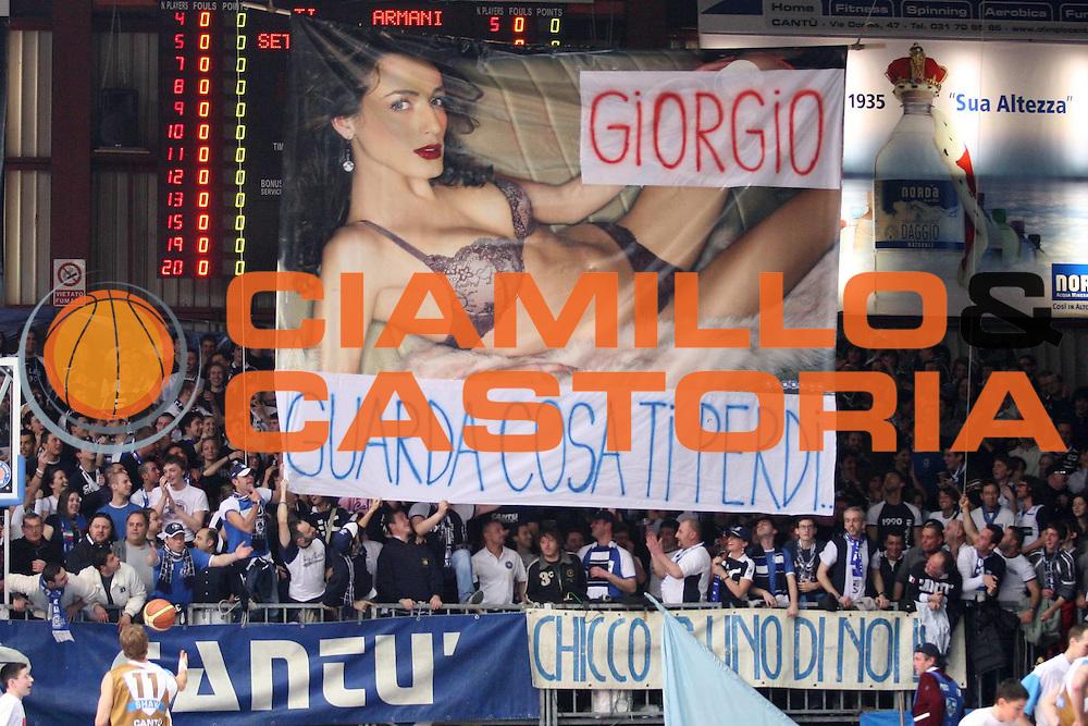 DESCRIZIONE : Cantu Lega A1 2006-07 Tisettanta Cantu Armani Jeans Milano<br /> GIOCATORE : Tifosi Striscioni Curiosita<br /> SQUADRA : Tisettanta Cantu<br /> EVENTO : Campionato Lega A1 2006-2007<br /> GARA : Tisettanta Cantu Armani Jeans Milano<br /> DATA : 01/04/2007<br /> CATEGORIA : Tifosi<br /> SPORT : Pallacanestro<br /> AUTORE : Agenzia Ciamillo-Castoria/S.Ceretti<br /> Galleria : Lega Basket A1 2006-2007<br /> Fotonotizia : Cantu Campionato Italiano Lega A1 2006-2007 Tisettanta Cantu Armani Jeans Milano<br /> Predefinita :