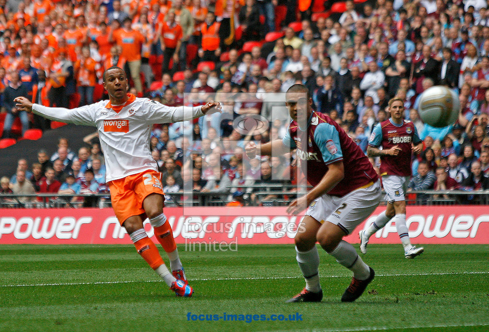 Picture by Daniel Chesterton/Focus Images Ltd. 07966 018899.19/05/12.Matthew Phillips of Blackpool goes close with a shot during the Npower Championship play off Final at Wembley Stadium, London.