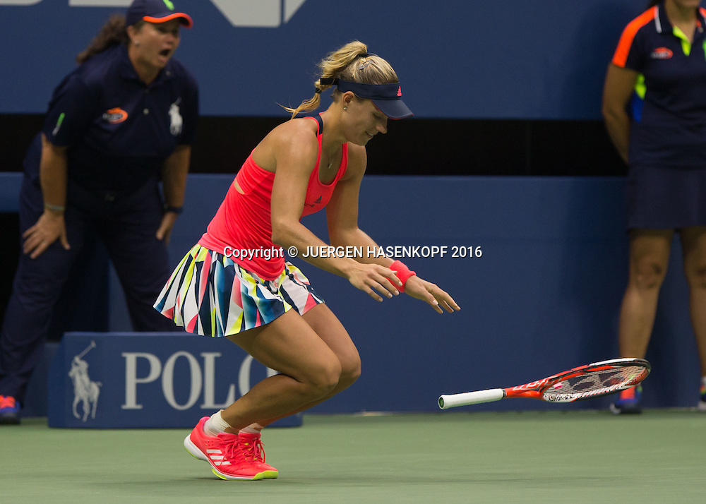 ANGELIQUE KERBER (GER) faellt zu Boden und jubelt nach ihrem Sieg, Jubel,Emotion,<br /> <br /> Tennis - US Open 2016 - Grand Slam ITF / ATP / WTA -  USTA Billie Jean King National Tennis Center - New York - New York - USA  - 10 September 2016.