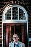 DEN HAAG - Portret van schrijver Kees 't Hart in Den Haag COPYRIGHT ROBIN UTRECHT