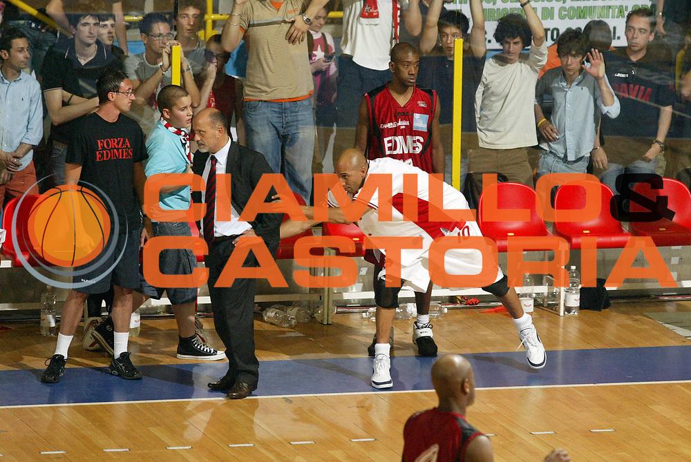 DESCRIZIONE : Pavia Lega A2 2006-07 Playoff Finale Gara 4 Edimes Pavia Scavolini Spar Pesaro<br /> GIOCATORE : Giancarlo Sacco Carlton Myers<br /> SQUADRA : Edimes Pavia Scavolini Spar Pesaro<br /> EVENTO : Campionato Lega A2 2006-2007 Playoff Finale Gara 4<br /> GARA : Edimes Pavia Scavolini Spar Pesaro<br /> DATA : 03/06/2007 <br /> CATEGORIA : Delusione Curiosita Esultanza<br /> SPORT : Pallacanestro <br /> AUTORE : Agenzia Ciamillo-Castoria/G.Cottini
