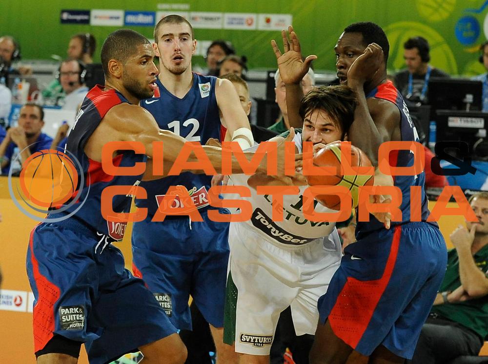 DESCRIZIONE : Lubiana Ljubliana Slovenia Eurobasket Men 2013 Second Round Lituania Francia Lithuania France<br /> GIOCATORE : Linas Kleiza<br /> CATEGORIA : palleggio dribble<br /> SQUADRA : Lituania Lithuania<br /> EVENTO : Eurobasket Men 2013<br /> GARA : Lituania Francia Lithuania France<br /> DATA : 11/09/2013 <br /> SPORT : Pallacanestro <br /> AUTORE : Agenzia Ciamillo-Castoria/H.Bellenger<br /> Galleria : Eurobasket Men 2013<br /> Fotonotizia : Lubiana Ljubliana Slovenia Eurobasket Men 2013 Second Round Lituania Francia Lithuania France<br /> Predefinita :