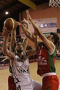 DESCRIZIONE : Ferentino LNP Lega Nazionale Pallacanestro DNA playoff 2011-12 FMC Ferentino Paffoni Omegna<br /> GIOCATORE : Iannuzzi Antonio<br /> CATEGORIA : rimbalzo<br /> SQUADRA : FMC Ferentino <br /> EVENTO : LNP Lega Nazionale Pallacanestro DNA playoff 2011-12 <br /> GARA : FMC Ferentino Paffoni Omegna<br /> DATA : 10/05/2012<br /> SPORT : Pallacanestro<br /> AUTORE : Agenzia Ciamillo-Castoria/M.Simoni<br /> Galleria : LNP  2011-2012<br /> Fotonotizia :Ferentino LNP Lega Nazionale Pallacanestro DNA playoff 2011-12 FMC Ferentino Paffoni Omegna<br /> Predefinita :