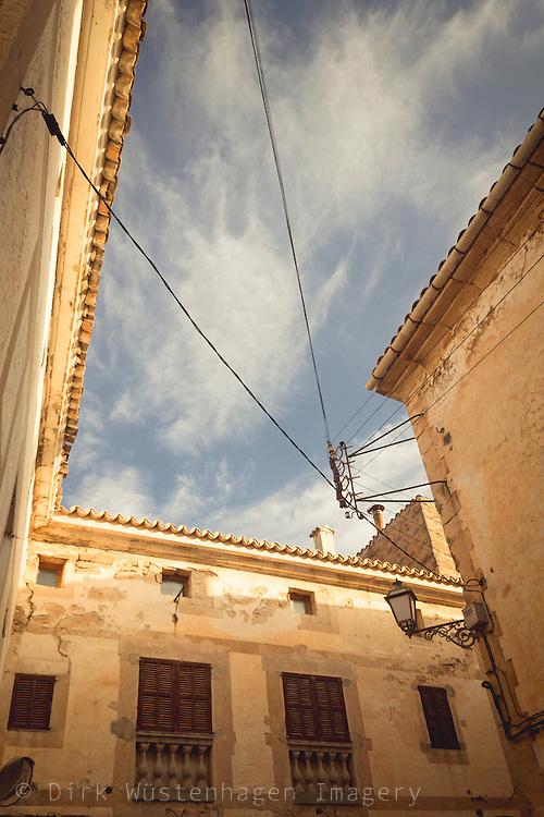 Hausfassaden Altstadt Capdepera, Mallorca, Spanien
