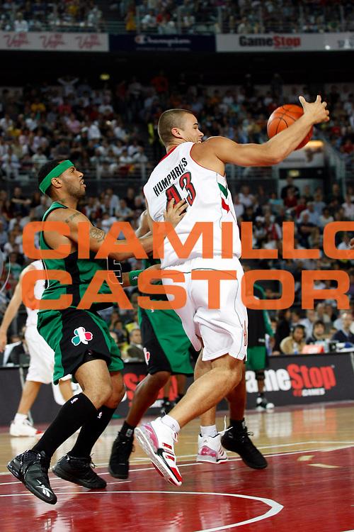 DESCRIZIONE : Roma Nba Europe Live Tour 2007 Toronto Raptors Boston Celtics <br /> GIOCATORE : Kris Humphries<br /> SQUADRA : Toronto Raptors<br /> EVENTO : Nba Europe Live Tour 2007<br /> GARA : Toronto Raptors Boston Celtics<br /> DATA : 06/10/2007<br /> CATEGORIA : Palleggio<br /> SPORT : Pallacanestro<br /> AUTORE : Agenzia Ciamillo-Castoria/G.Cottini