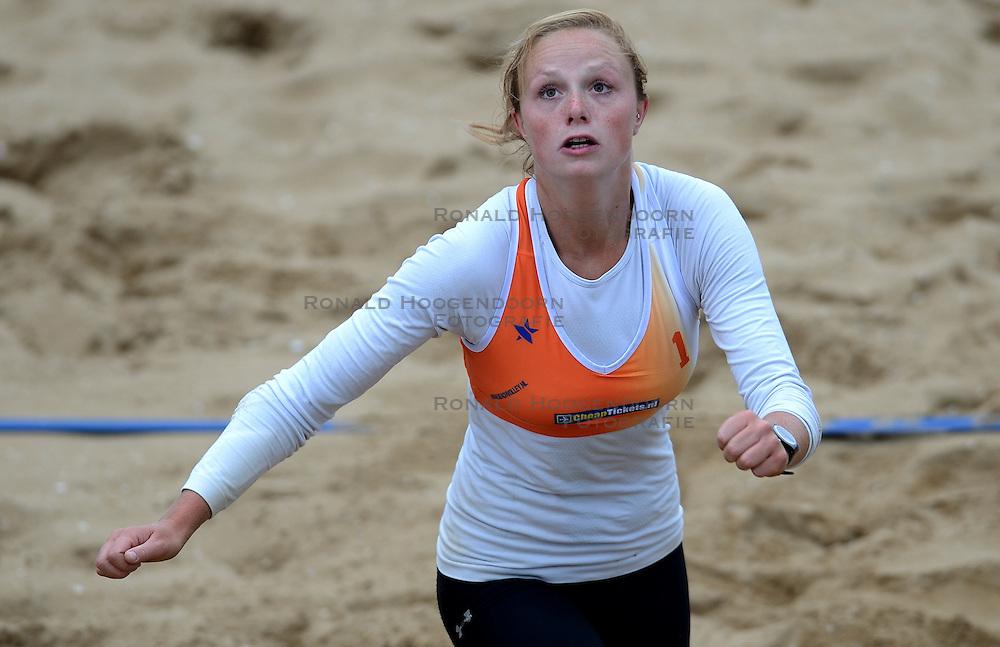 16-08-2014 NED: NK Beachvolleybal 2014, Scheveningen<br /> Michelle Stiekema
