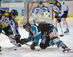 08.01.2016, Keine Sorgen Eisarena, Linz, AUT, EBEL, EHC Liwest Black Wings Linz vs Dornbirner Eishockey Club, 41. Runde, im Bild Kevin Moderer (EHC Liwest Black Wings Linz) und Marek Zagrapan (Dornbirner Eishockey Club) // during the Erste Bank Icehockey League 41st round match between EHC Liwest Black Wings Linz and Dornbirner Eishockey Club at the Keine Sorgen Icearena, Linz, Austria on 2016/01/08. EXPA Pictures © 2016, PhotoCredit: EXPA/ Reinhard Eisenbauer