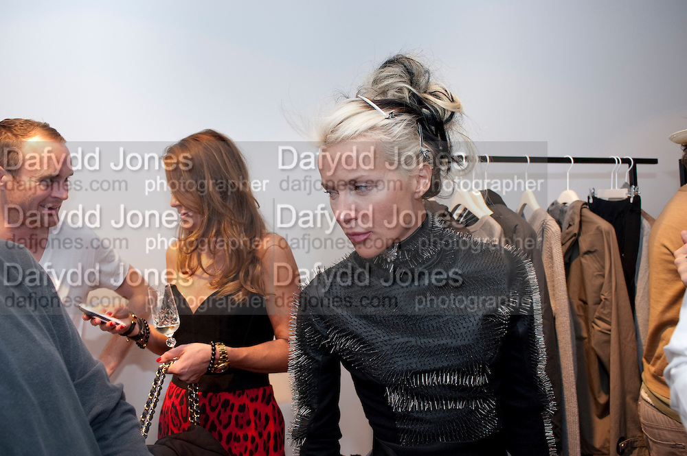 DAPHNE GUINNESS, ACNE STUDIO LAUNCH. Dover st. London W1. 15 July 2010. -DO NOT ARCHIVE-© Copyright Photograph by Dafydd Jones. 248 Clapham Rd. London SW9 0PZ. Tel 0207 820 0771. www.dafjones.com.