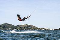 Kitesurf na Lagoa da Conceição. Florianópolis, Santa Catarina, Brasil. / Kitesurfing at Conceicao Lagoon. Florianopolis, Santa Catarina, Brazil.