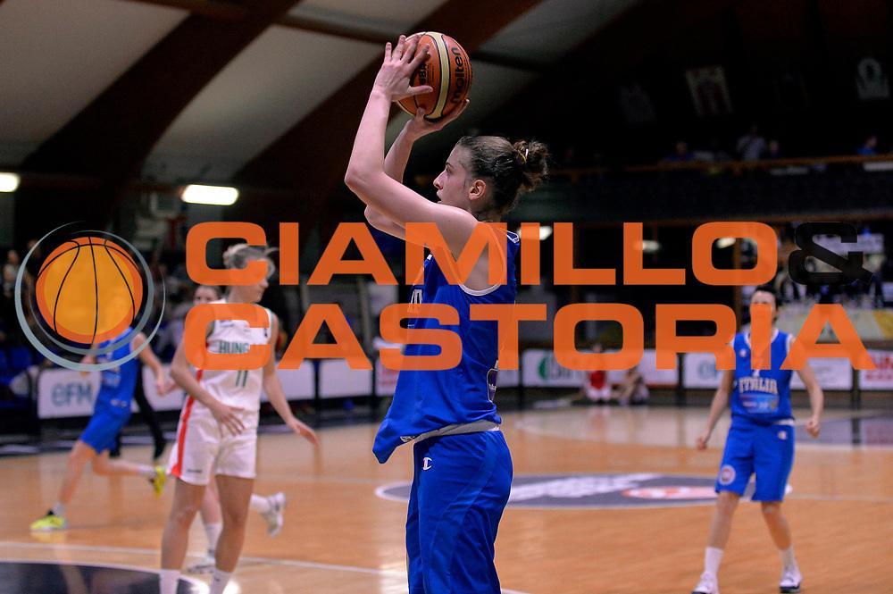 DESCRIZIONE : Roma Amichevole Pre Eurobasket 2015 Nazionale Italiana Femminile Senior Italia Ungheria Italy Hungary<br /> GIOCATORE : Elisa Penna<br /> CATEGORIA : tiro three points<br /> SQUADRA : Italia Italy<br /> EVENTO : Amichevole Pre Eurobasket 2015 Nazionale Italiana Femminile Senior<br /> GARA : Italia Ungheria Italy Hungary<br /> DATA : 15/05/2015<br /> SPORT : Pallacanestro<br /> AUTORE : Agenzia Ciamillo-Castoria/Max.Ceretti<br /> Galleria : Nazionale Italiana Femminile Senior<br /> Fotonotizia : Roma Amichevole Pre Eurobasket 2015 Nazionale Italiana Femminile Senior Italia Ungheria Italy Hungary<br /> Predefinita :