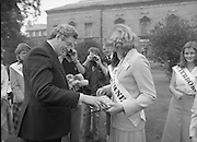 An Taoiseach Meets The Roses Of Tralee.  (N90)..1981..28.08.1981..08.28.1981..28th August 1981..An Taoiseach, Garret Fitzgerald, met with the contestants of The Rose Of Tralee Festival when they were invited to Government Buildings, Leinster House, Dublin...The Melbourne Rose is pictured presenting An Taoiseach, Garret Fitzgerald,  with a 'Koala' and a framed print of Melbourne.