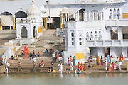 India, Rajasthan, Pushkar, people on the shore of the holy Brahman lake