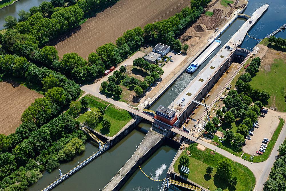 Nederland, Limburg, Gemeente Maasgouw, 27-05-2013; ingang Lateraalkanaal LInne-Buggenum, met sluis Heel. Sluiskolk wordt verbreed.<br /> Entrance Meuse Lateral Canal Linne-Buggenum. Lock chamber is widened. Acces to Meuse and Meuse-lakes near Roermond.<br /> luchtfoto (toeslag op standaardtarieven);<br /> aerial photo (additional fee required);<br /> copyright foto/photo Siebe Swart.
