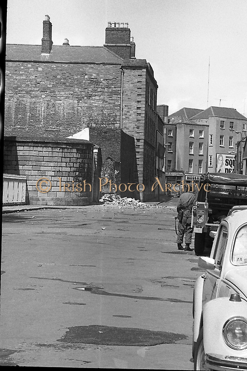 Bomb Damage, Green St. Court.15/07/1976.07/15/1976.15th July 1976..At the Special Criminal Court, Little Green Street, two bombs exploded causing extensive damage to the building. Four prisoners escaped, three of whom were subsequently re-captured. An Irish soldier looks on at the hole in the wall caused by the bomb.