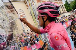 26.05.2019, Como, ITA, Giro d Italia 2019, 15. Etappe, Ivrea - Como (237 km), im Bild Richard Carapaz (Movistar Team) // Richard Carapaz (Movistar Team) during stage 15 of the 102nd Giro d'Italia cycling race from Ivrea to Como (237 km) Como, Italy on 2019/05/26. EXPA Pictures © 2019, PhotoCredit: EXPA/ laPresse/ Gian Mattia D'Alberto<br /> <br /> *****ATTENTION - for AUT, SUI, CRO, SLO only*****