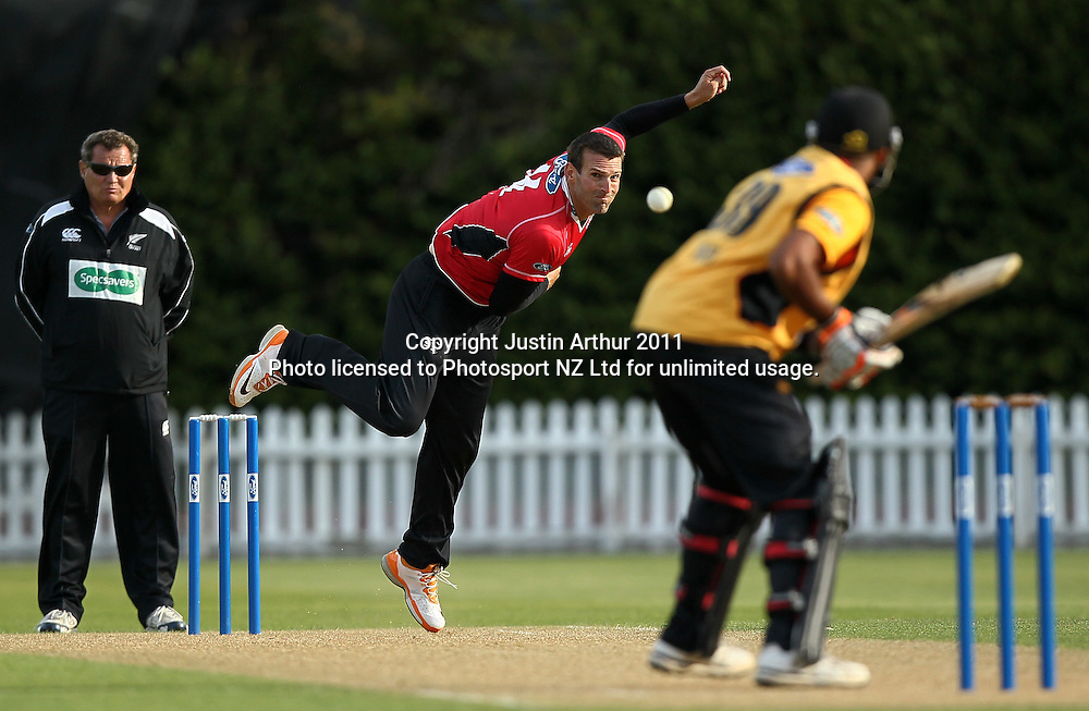 Andrew Ellis of the Wizards in action. Ford Trophy - Wellington Firebirds v Canterbury Wizards, Hawkins Basin Reserve, Wellington, New Zealand on Thursday 26 January 2012. Photo: Justin Arthur / Photosport.co.nz