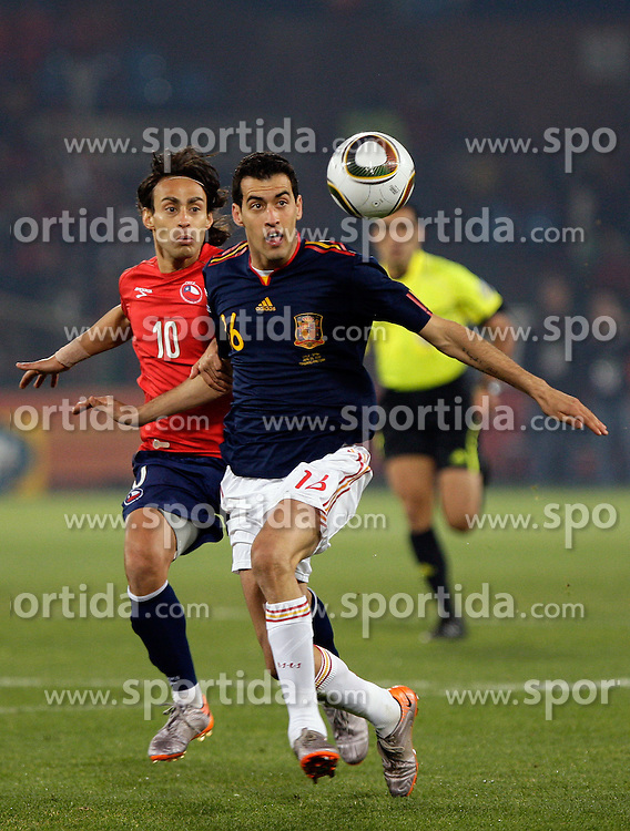 25.06.2010, Loftus Versfeld Stadium, Tshwane Pretoria, RSA, FIFA WM 2010, Chile (CHI) vs Spain (ESP)., im  Bild Sergio Busquets of Spain in action with Jorge Valdiva of Chile. EXPA Pictures © 2010, PhotoCredit: EXPA/ IPS/ Marc Atkins / SPORTIDA PHOTO AGENCY