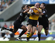 20040904 London Wasps v Saracens. Zurich Premiership..Wasps Alex King is caught between the tackles of Saracens [left] Nicky Little and Taine Randell. .Photo  Peter Spurrier.email images@intersport-images Mob +447973819551.