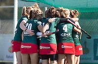 DEN HAAG - vreugde bij MOP na de gelijkmaker  tijdens de hoofdklasse hockey competitie wedstrijd tussen de dames van HDM en MOP (1-1). COPYRIGHT KOEN SUYK