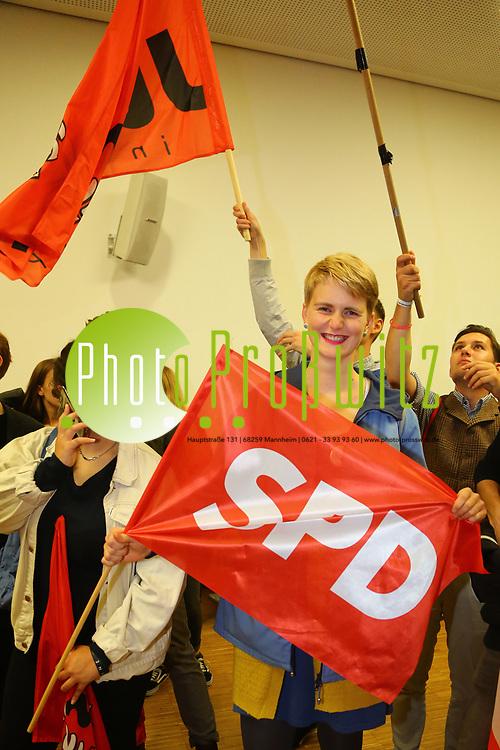 Mannheim. 24.09.17 | ID 071 |<br /> Innenstadt. Abendakademie. Wahl. Bundestagswahl 1017. Wahlparty zur Wahl.<br /> Feature und erste Reaktionen.<br /> - Jusos (SPD) Jugend der SPD<br /> (linke) zieht in den Bundestag ein.<br /> Bild: Markus Pro&szlig;witz 24SEP17 / masterpress