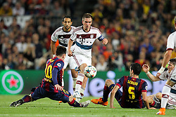 06.05.2015, Camp Nou, Barcelona, ESP, UEFA CL, FC Barcelona vs FC Bayern Muenchen, Halbfinale, Hinspiel, im Bild l-r: im Zweikampf, Aktion, mit Lionel Messi #10 (FC Barcelona) und Philipp Lahm #21 (FC Bayern Muenchen), Sergio Busquets #5 (FC Barcelona) // during the UEFA Champions League semi finals 1st Leg match between FC Barcelona and FC Bayern Munich at the Camp Nou in Barcelona, Spain on 2015/05/06. EXPA Pictures © 2015, PhotoCredit: EXPA/ Eibner-Pressefoto/ Kolbert<br /> <br /> *****ATTENTION - OUT of GER*****