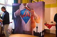 DEU, Deutschland, Germany, Hönow bei Berlin, 09.09.2017: Aufsteller Junge Alternative (AfD-Jugendorganistation) bei einer Wahlveranstaltung der Partei Alternative für Deutschland (AfD) im Restaurant Mittelpunkt der Erde.