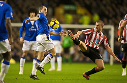 LIVERPOOL, ENGLAND - Wednesday, January 27, 2010: Everton's Leon Osman and Sunderland's Lee Cattermole during the Premiership match at Goodison Park. (Photo by: David Rawcliffe/Propaganda)