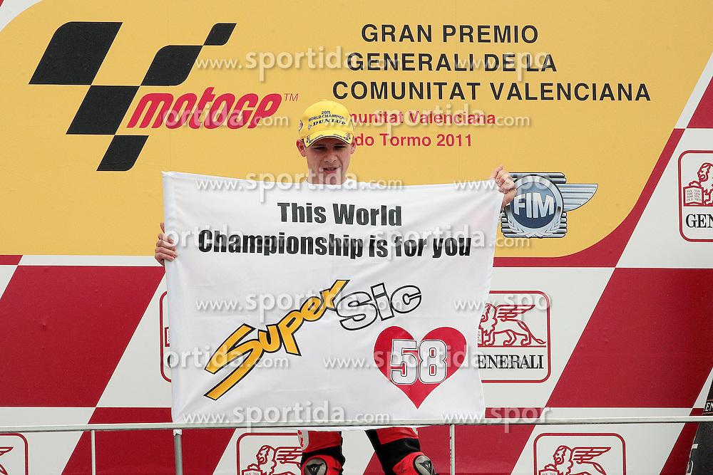 06.11.2011, Circuito de la Comunitat Valenciana, ESP, MotoGP, GP Generali de la Comunitat Valenciana, im Bild Stefan Bradl - Viessmann Kiefer racing team // during MotoGP race at 'Circuito de la Comunitat Valenciana', Valencia, Spain on 06/11/2011. EXPA Pictures © 2011, PhotoCredit: EXPA/ InsideFoto/ Semedia +++++ ATTENTION - FOR AUSTRIA/(AUT), SLOVENIA/(SLO), SERBIA/(SRB), CROATIA/(CRO), SWISS/(SUI) and SWEDEN/(SWE) CLIENT ONLY +++++