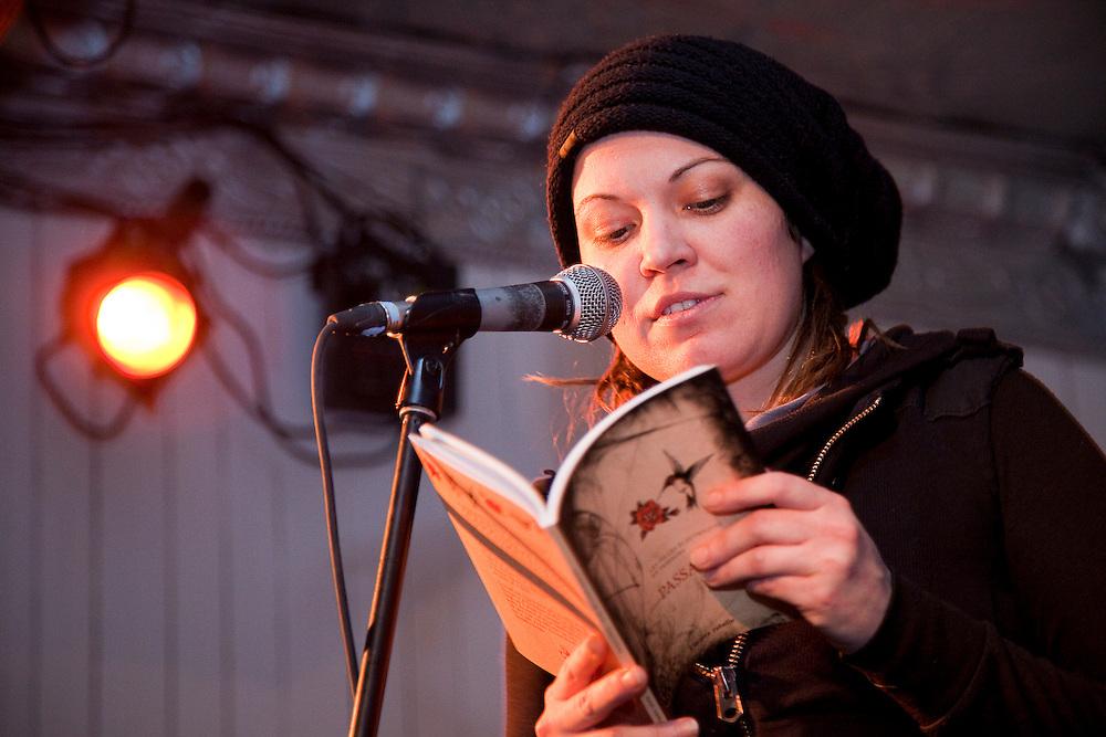 Les Filles électriques, en collaboration avec les éditions Planète Rebelle, lancement de Passagères -- Voix de changement, un livre-CD. Casa del Popolo, mardi 9 février 2010