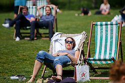 © Licensed to London News Pictures. 09/06/2016. London, UK. People enjoying sunshine and warm weather at lunchtime in Green Park, London on Thursday, 9 June 2016. Photo credit: Tolga Akmen/LNP