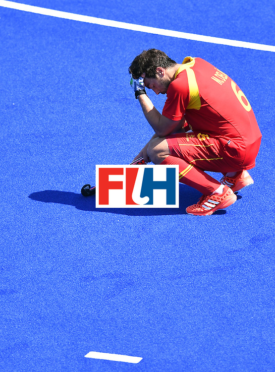 TOPSHOT - Spain's Miguel Delas reacts after loosing the men's quarterfinal field hockey Spain vs Argentina match of the Rio 2016 Olympics Games at the Olympic Hockey Centre in Rio de Janeiro on August 14, 2016. / AFP / MANAN VATSYAYANA        (Photo credit should read MANAN VATSYAYANA/AFP/Getty Images)