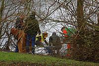 Mannheim. 28.01.18   <br /> Vogelstang. Unterer Vogelstangsee. Im n&ouml;rdlichen Uferbereich des Sees ist eine Leiche gefunden worden. Die Kriminalpolizei und Einsatzkr&auml;fte der DLRG bergen den Leichnam und decken diesen mit Folie ab.<br /> Eine Leiche ist am Sonntag am Mannheimer Vogelstangsee gefunden worden. Das hat die Polizei auf Anfrage best&auml;tigt. Einsatzkr&auml;fte sind zurzeit vor Ort<br /> Bild: Markus Prosswitz 28JAN18 / masterpress (Bild ist honorarpflichtig - No Model Release!) <br /> BILD- ID 06967  