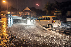 Auckland-Heavy rain causes surface flooding in city