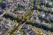 Jordaan. Brouwersgracht (diagonaal) doorsneden door Korte Prinsengracht en Prinsengracht. Linksboven Haarlemmerstraat met Posthoornkerk.<br /> Brouwergracht, border of Jordaan neigbourhood.<br /> <br /> luchtfoto (toeslag op standard tarieven);<br /> aerial photo (additional fee required);<br /> copyright foto/photo Siebe Swart