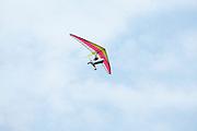 Een ultalight deltavlieger vliegt boven Lelystad.<br /> <br /> An ultralight in the sky.