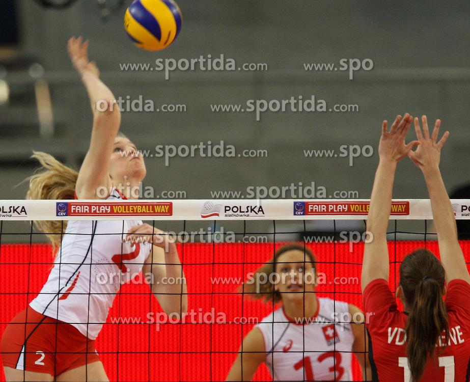 04.01.2014, Atlas Arena, Lotz, POL, FIVB, Damen WM Qualifikation, Belgien vs Schweiz, im Bild Laura KUENZLER (SUI), Els VANDESTEENE (BEL) // Laura KUENZLER (SUI), Els VANDESTEENE (BEL) during the ladies FIVB World Championship qualifying match between Belgium and Switzerland at the Atlas Arena in Lotz, Poland on 2014/01/05. EXPA Pictures &copy; 2014, PhotoCredit: EXPA/ Newspix/ Tomasz Jastrzebowski<br /> <br /> *****ATTENTION - for AUT, SLO, CRO, SRB, BIH, MAZ, TUR, SUI, SWE only*****